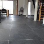 Woonkamer tegelvloer 80x80cm natuursteen